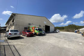 15,600 sq ft office/warehouse in central location