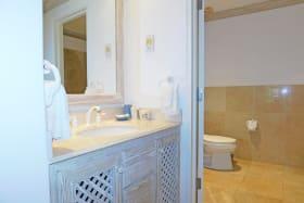Third Bedroom en-suite bathroom