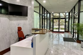 Attractive lobby with shared reception