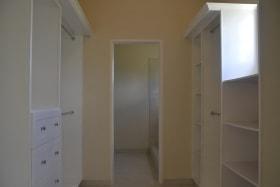 Walk-in closet / En suite bathroom