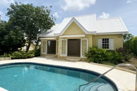 Charming 3 bedroom 2 bathroom home with pool