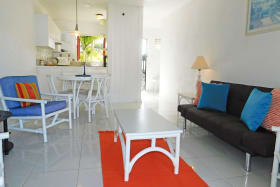 Open plan area that flows into the kitchen