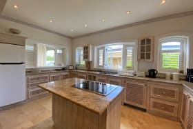 OPen plan and fully equipped kitchen