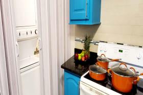Washing area with sliding doors