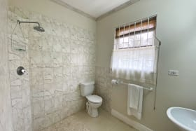 Shared bathroom in the bedroom wing