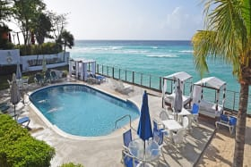 Magnificent views of pool and sea