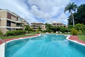 Shared pool and grounds at Banyan Court