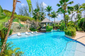 Large meandering pool with in pool lounges