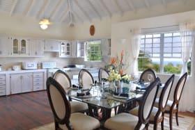 Open plan dining area & kitchen