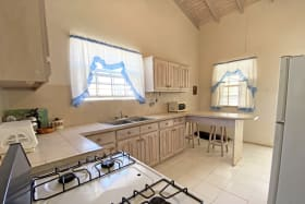 Kitchen with ample worksurfaces