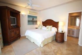 Guest bedroom suite facing the sea