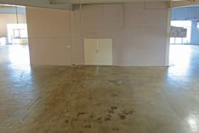 The area that separates the 2,500 sf space with the 4,040 sf space