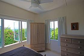 2nd bedroom with seaviews (Photos of the unit next door)