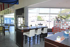Middle space - ideal for a cafe/restaurant