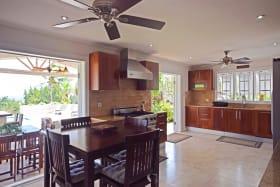 Open plan dining/kitchen