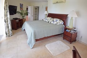 Master bedroom directly facing the sea