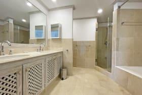 Spacious main bathroom