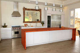 Sugar Water - Beautifully appointed kitchen