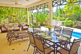 Spacious dining verandah with lunge and bar