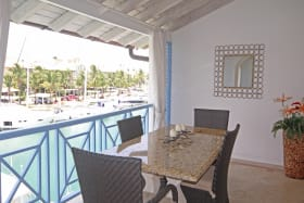 Outdoor dining, view of the lagoon