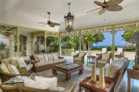 Spacious living room, sea view