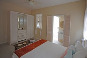 Guest bedroom 2 on ground floor with ensuite bathroom