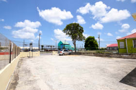 Ample parking - direct access to highway