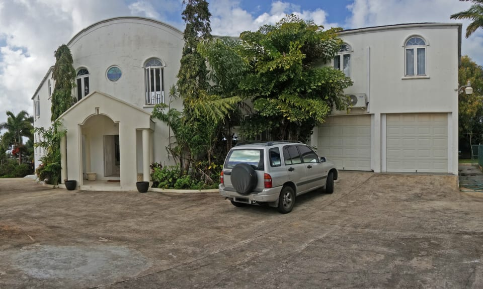 VIEW OF FRONT ENTRANCE AND DOUBLE GARAGE