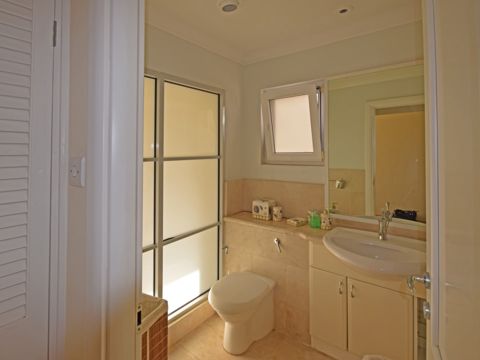 Well Finished Master En Suite