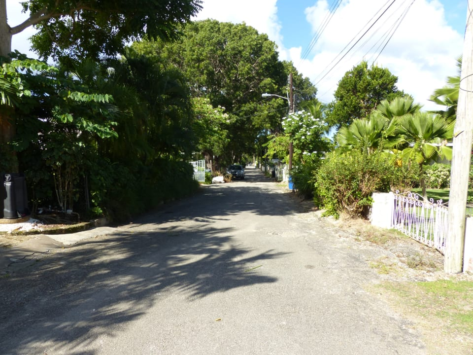 Private Cul-de-Sac leading towards the beach