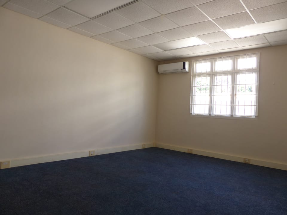 Large rooms with commercial carpeting