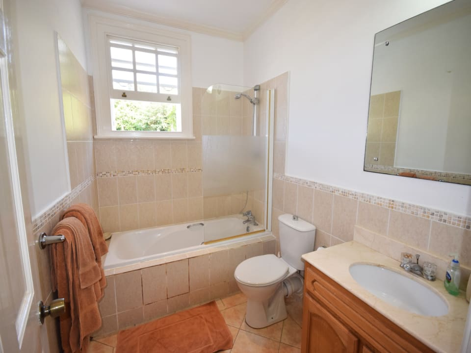 En suite Master Bathroom