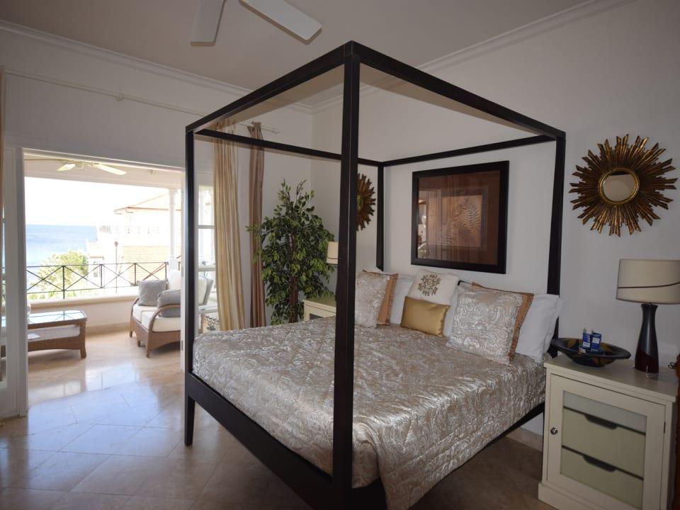Master bedroom with superb ocean views