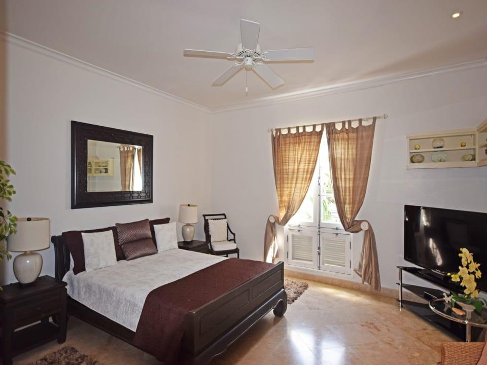 Second bedroom with en suite bathroom