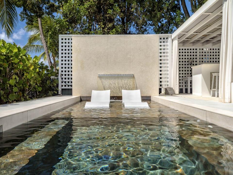 Plunge pool on beach level