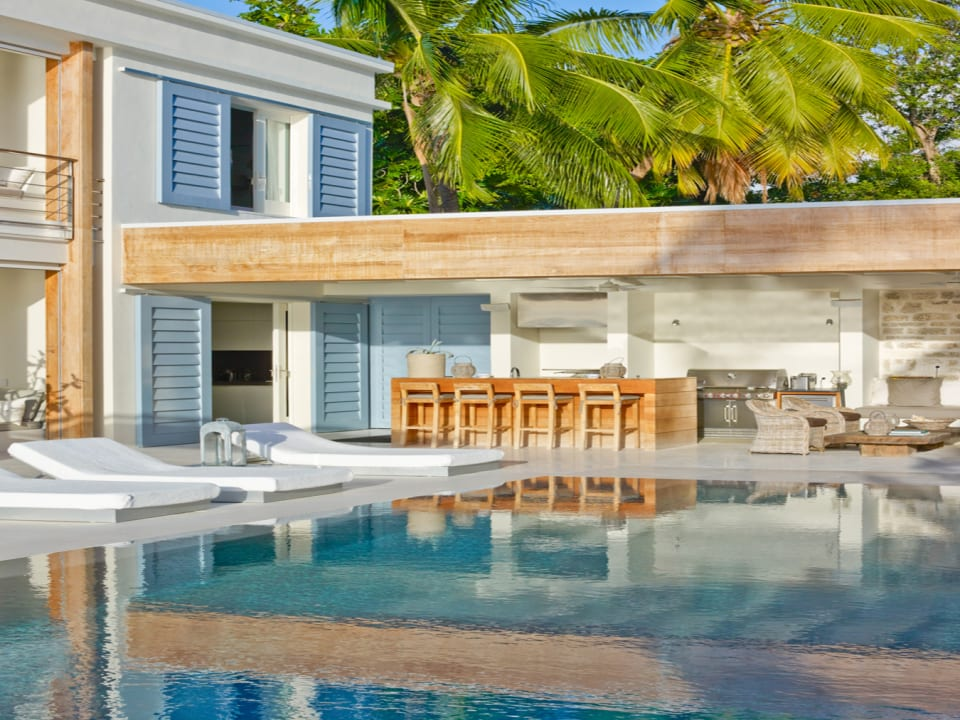 The Dream - Pool Courtyard ideal for sunbathing, relaxing or entertaining
