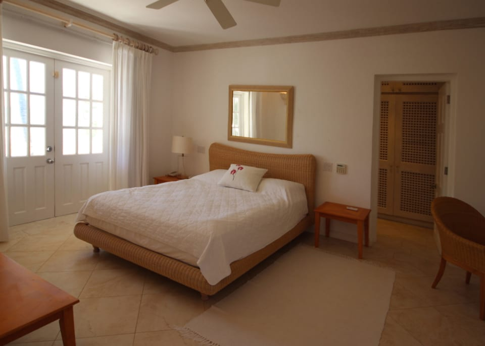 Master en suite with private balcony and sea view