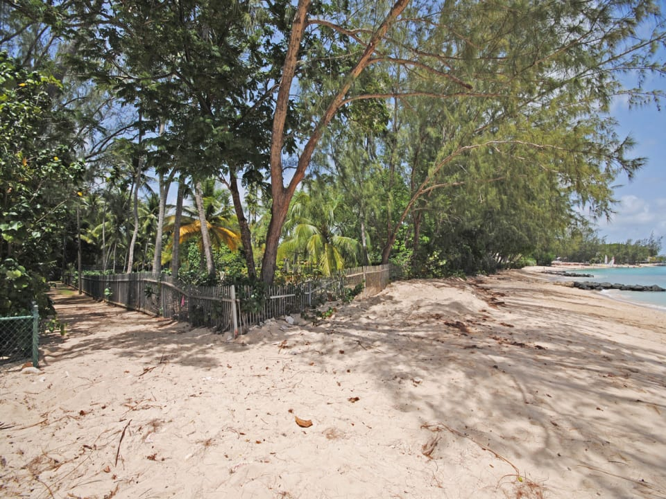 Access to beautiful beach at Queen Fort