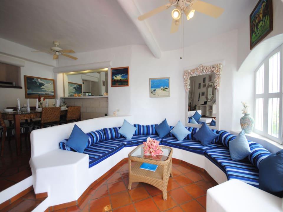 Sunken living room and indoor dining