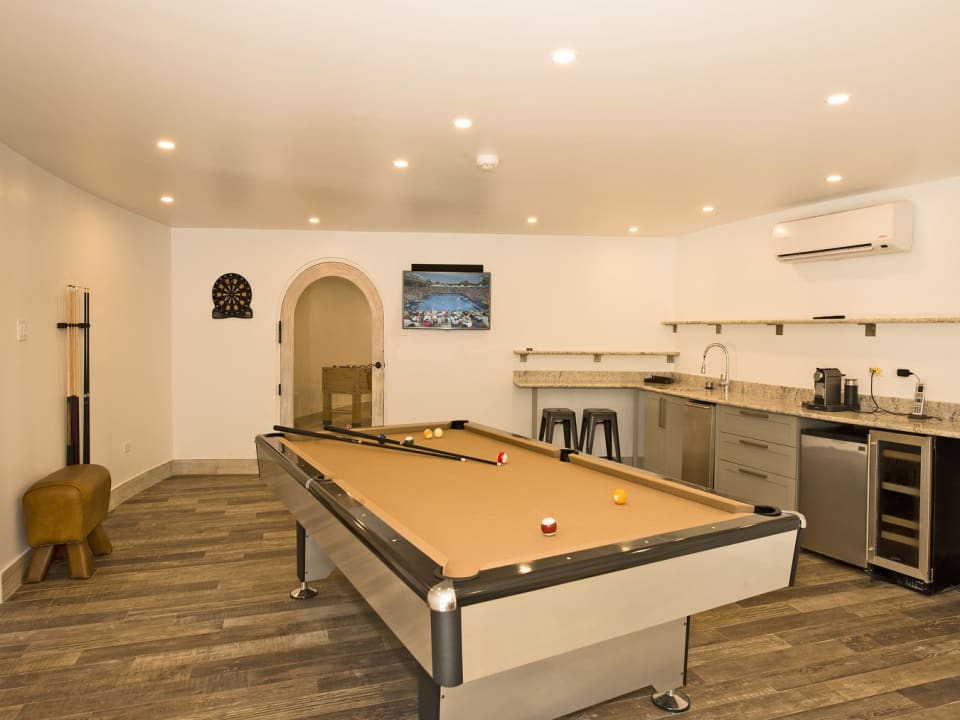 Games room with bar/kitchenette