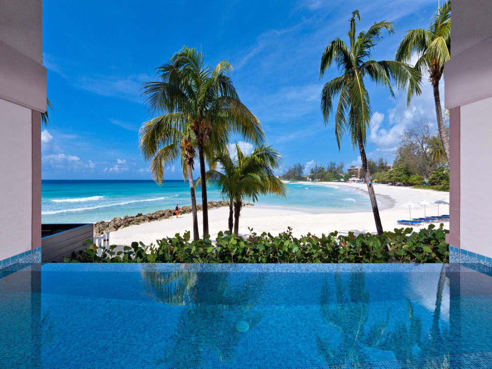 Infinity swimming pool overlooks the beach and sea
