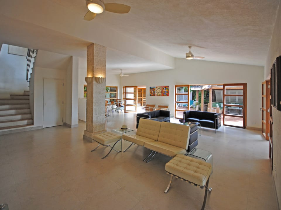 Spacious ground floor sitting room