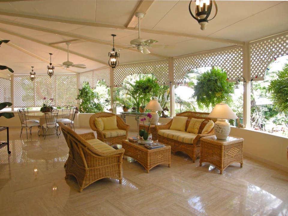 Patio Dining & Sitting Area