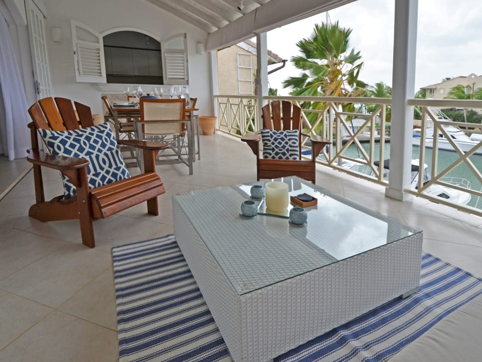 Lounge and dining on the verandah