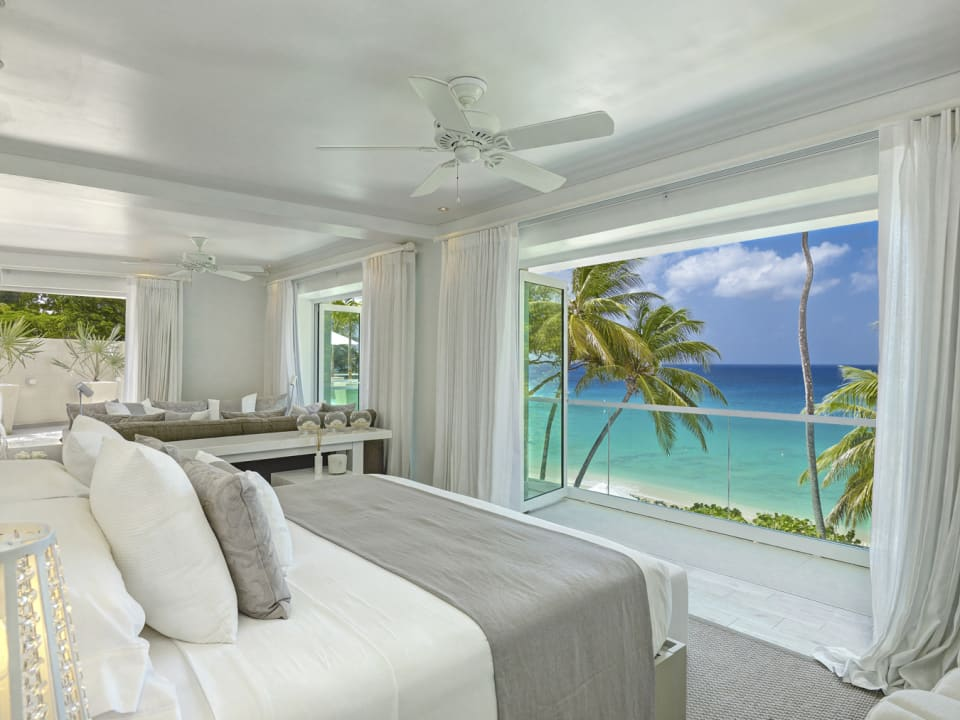 Spacious Bedroom with lovely Ocean View