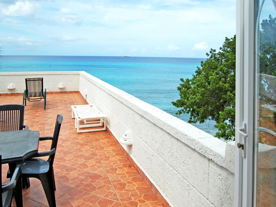 Sun deck and sea view