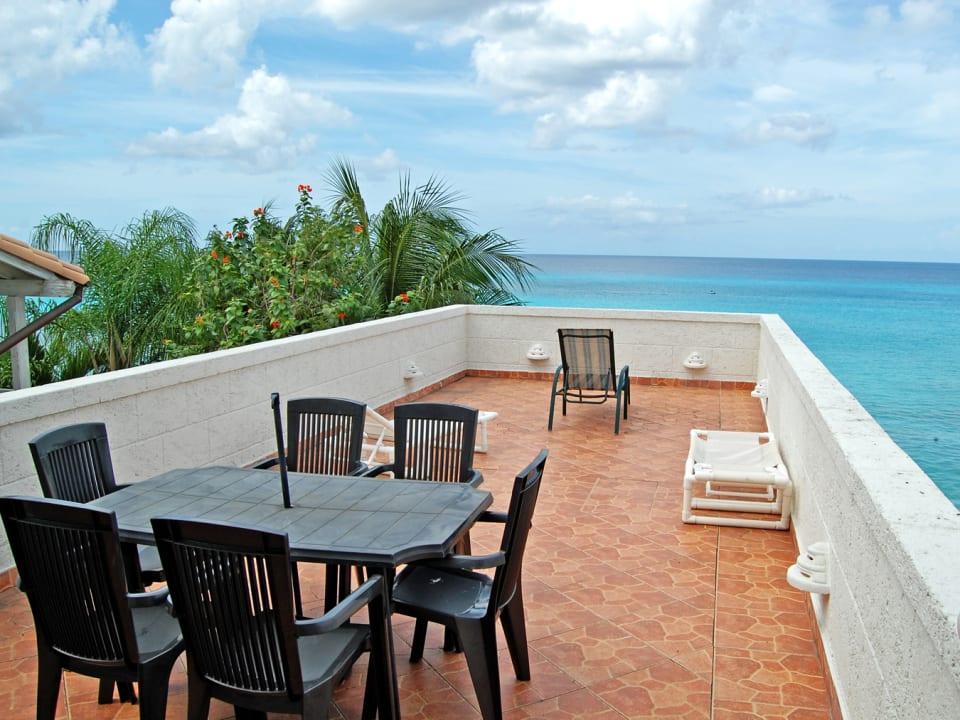 Outdoor dining/Sun deck