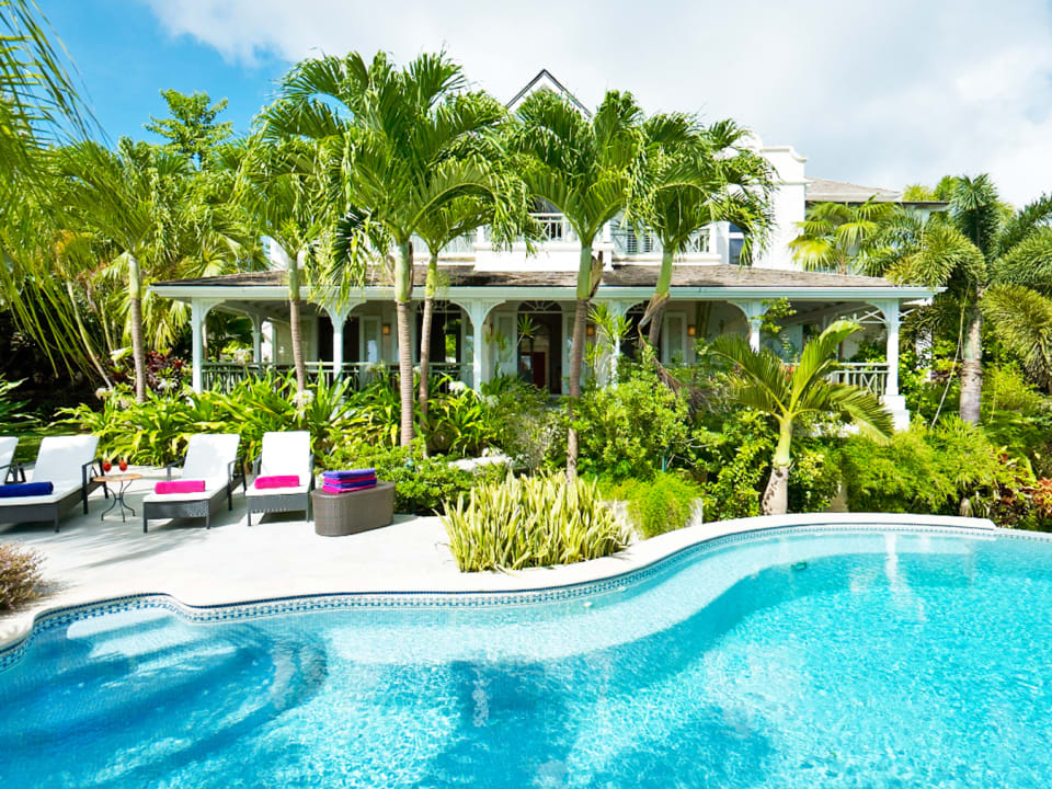 Swimming pool and Tortuga's beautiful gardens