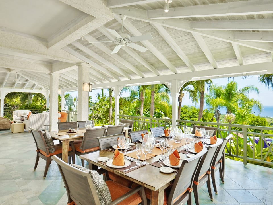 Dining with stunning pool and ocean views