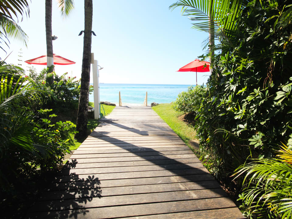 Shared walkway to the beach
